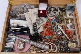Group costume jewellery and bijouterie