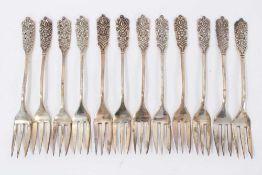 Set of 12 Spanish silver (Plata 925) cake forks with pierced foliate decoartion