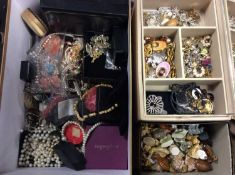 Quantity costume jewellery, wristwatches and bijouterie