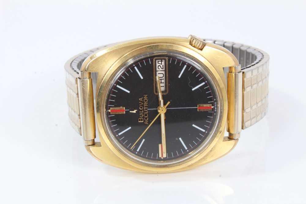 1970s gentlemen's Bulova Accutron wristwatch with circular matte black dial, day and date aperture,