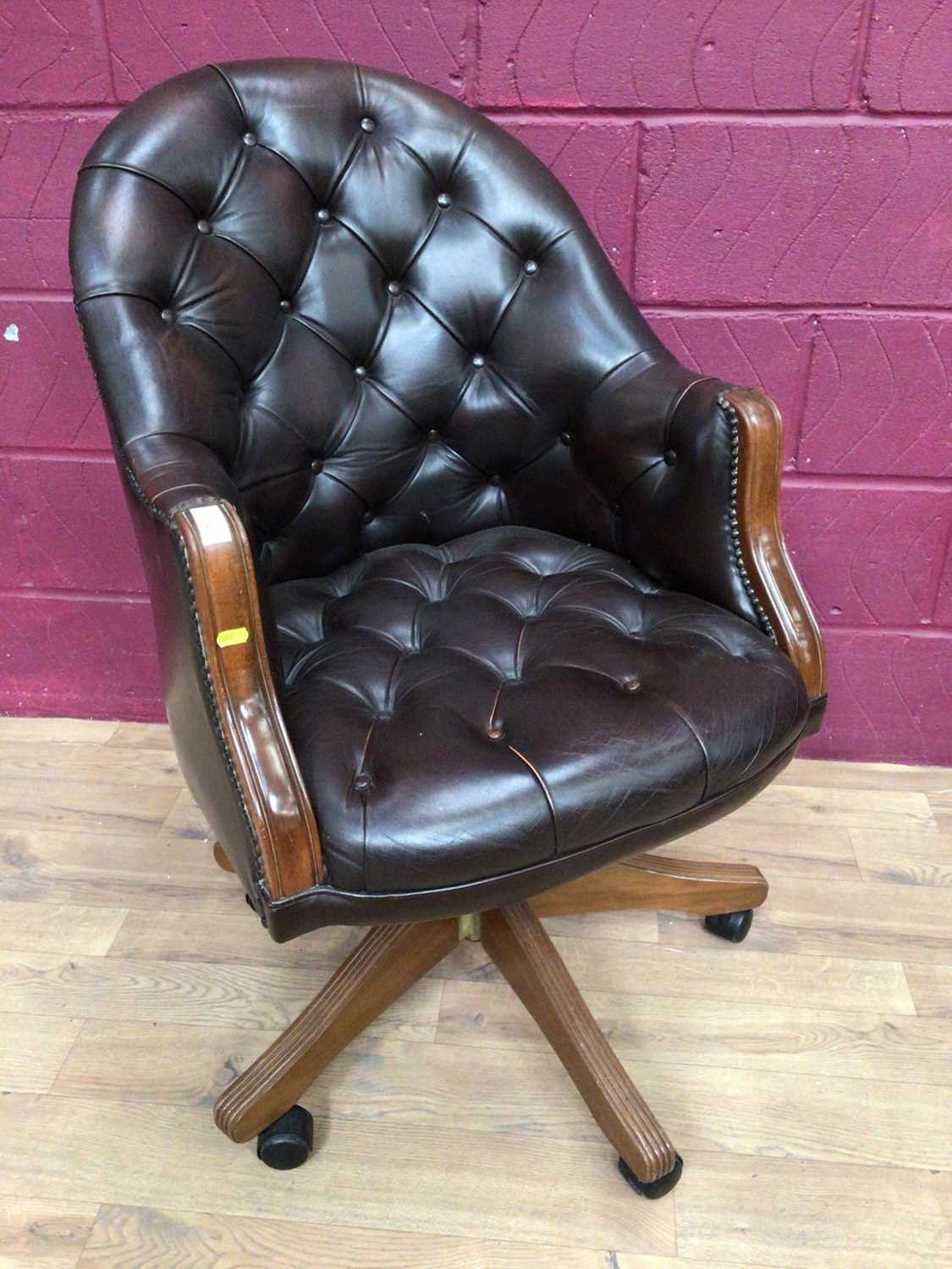 Contemporary buttoned leather swivel desk chair - Image 5 of 5
