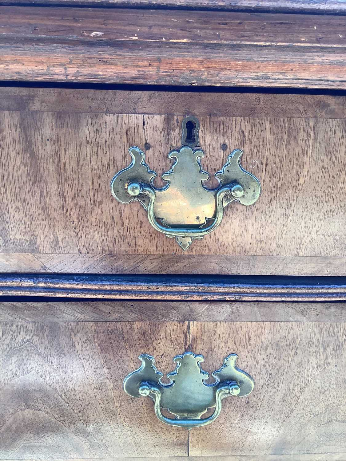 19th century Continental walnut chest of drawers - Image 6 of 7