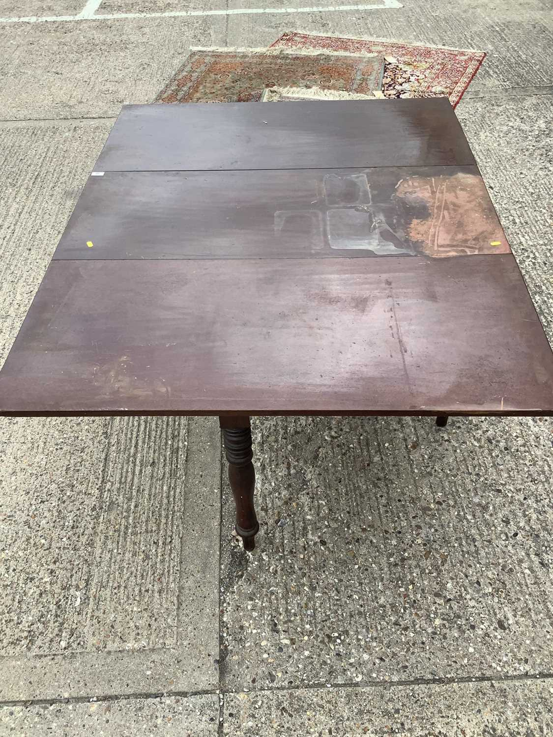Good quality George IV mahogany drop leaf dining table - Image 2 of 4