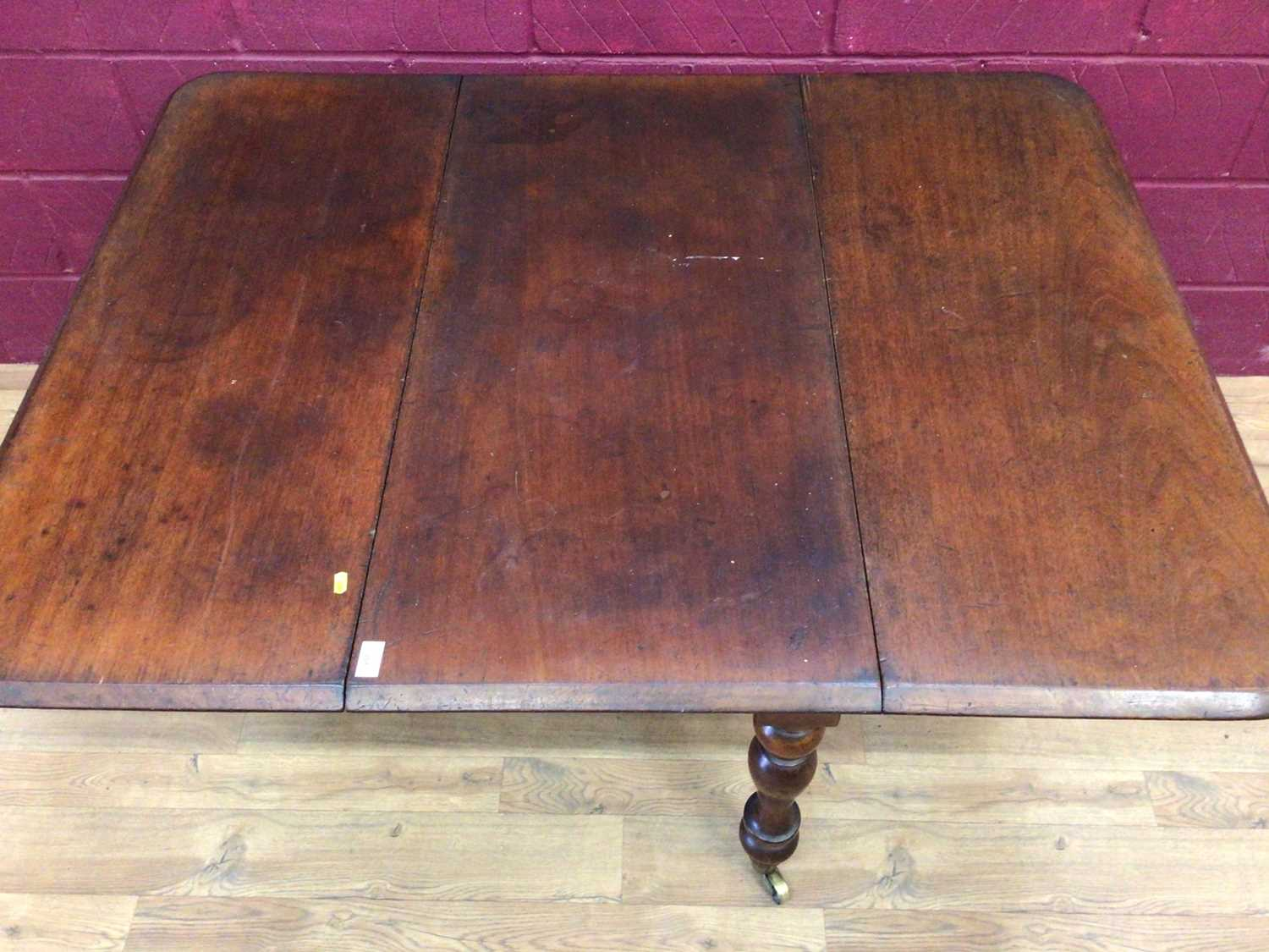 Victorian mahogany drop-leaf dining table - Image 3 of 3