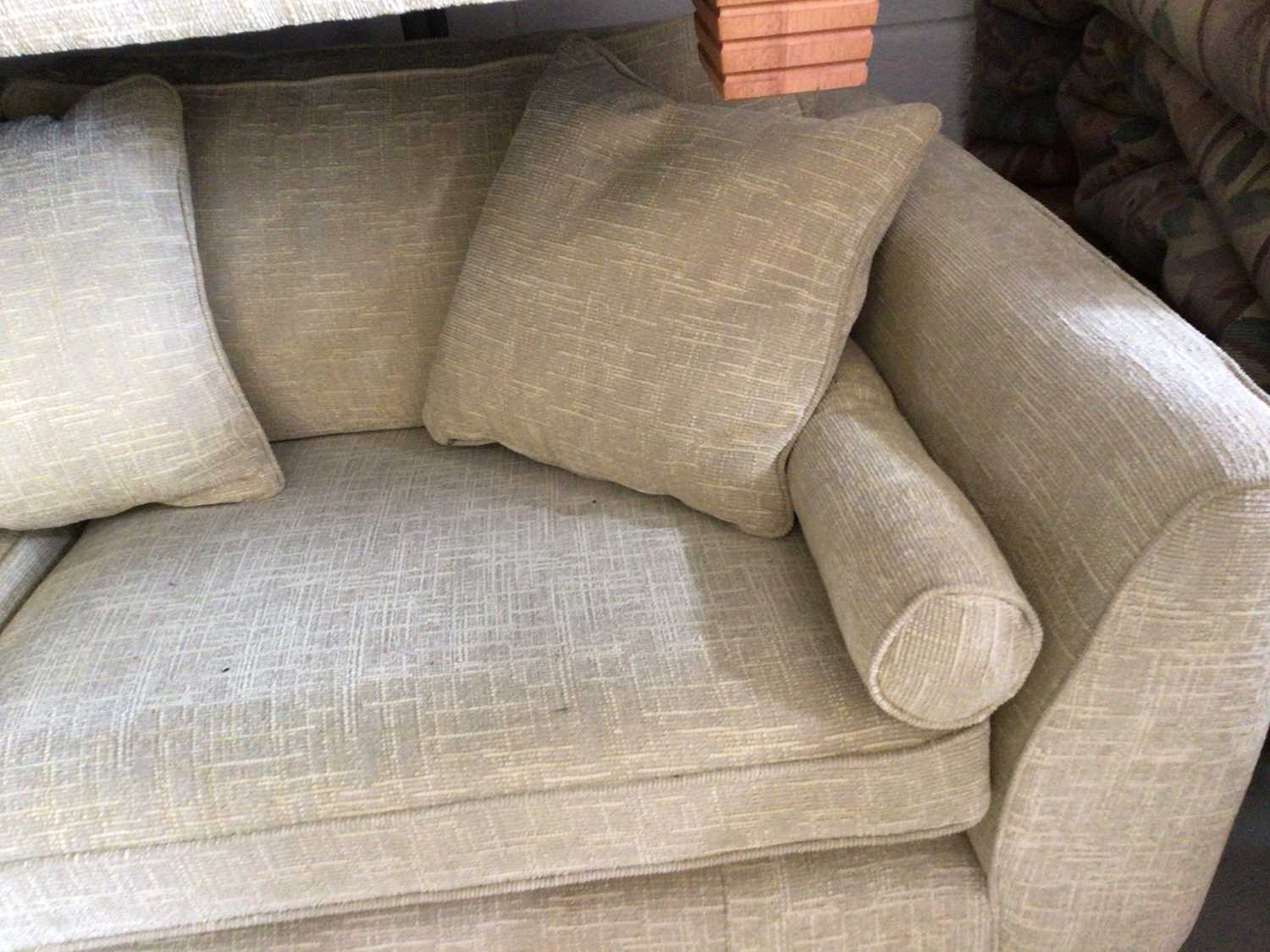 Contemporary three piece suite with pale yellow upholstery comprising a pair of two seater settees 2 - Image 5 of 13