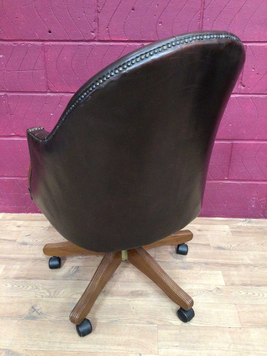 Contemporary buttoned leather swivel desk chair - Image 4 of 5
