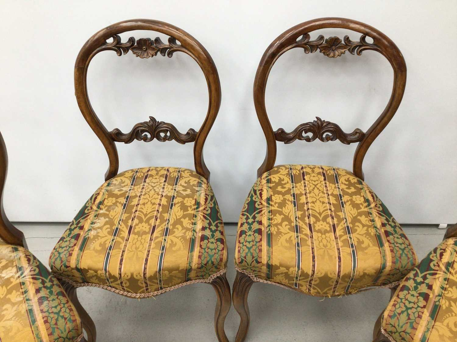 Set of four Victorian walnut balloon back chairs - Image 3 of 5