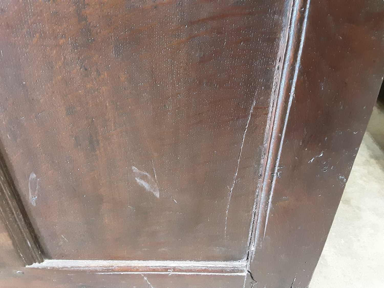 18th century panelled oak coffer - Image 9 of 11