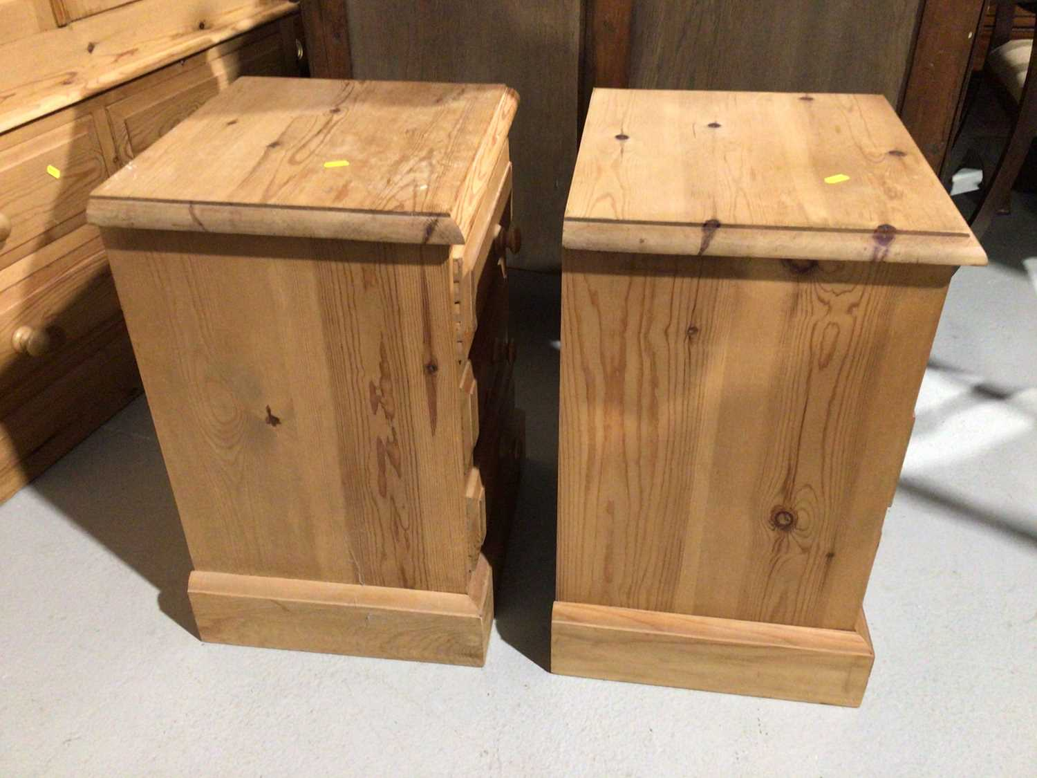 Pair of pine three drawer bedside chests and a pine dressing table mirror (3) - Image 8 of 8