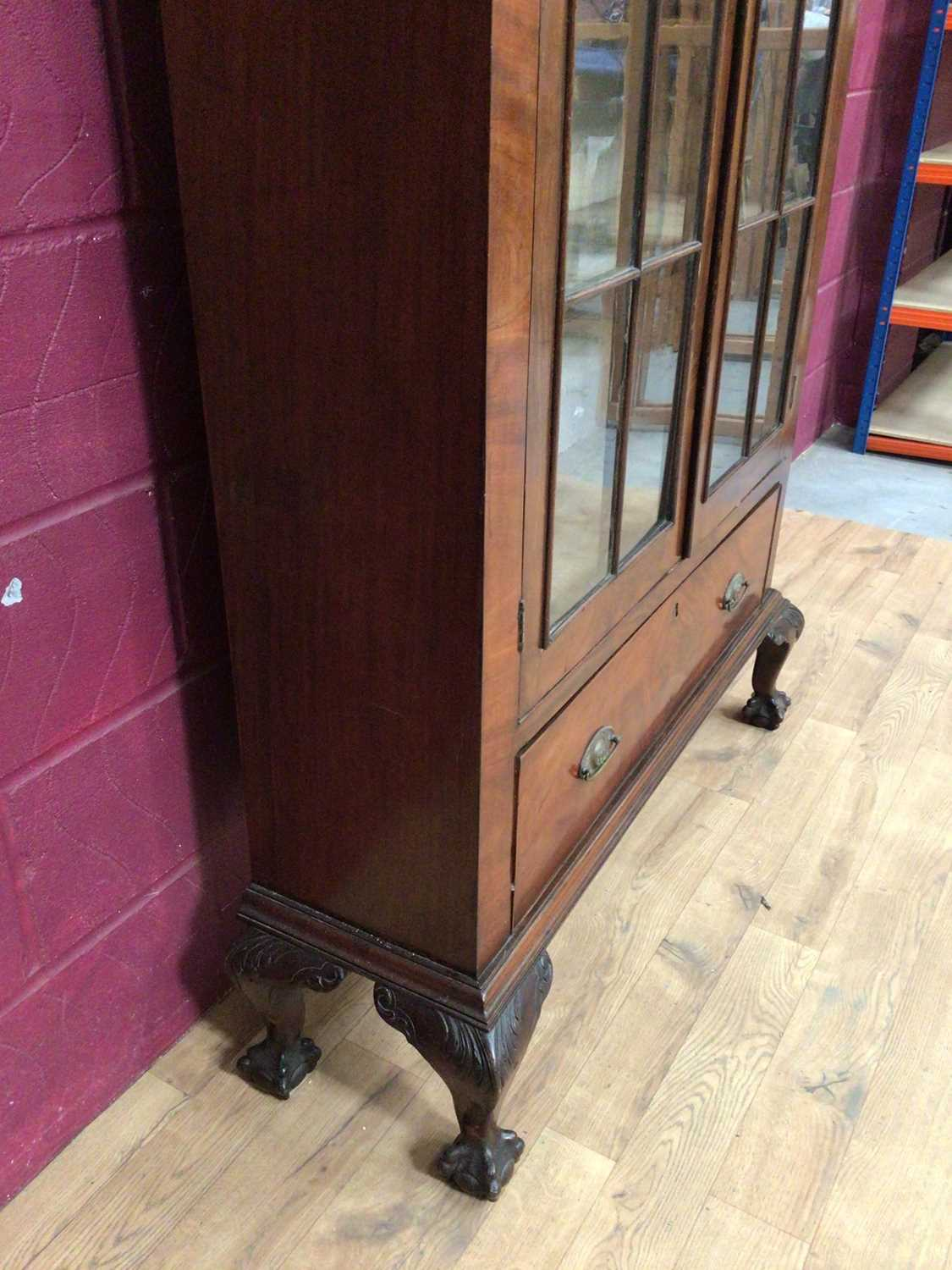 Edwardian mahogany bookcase with shelved interior enclosed by two glazed doors with drawer below on - Image 6 of 7