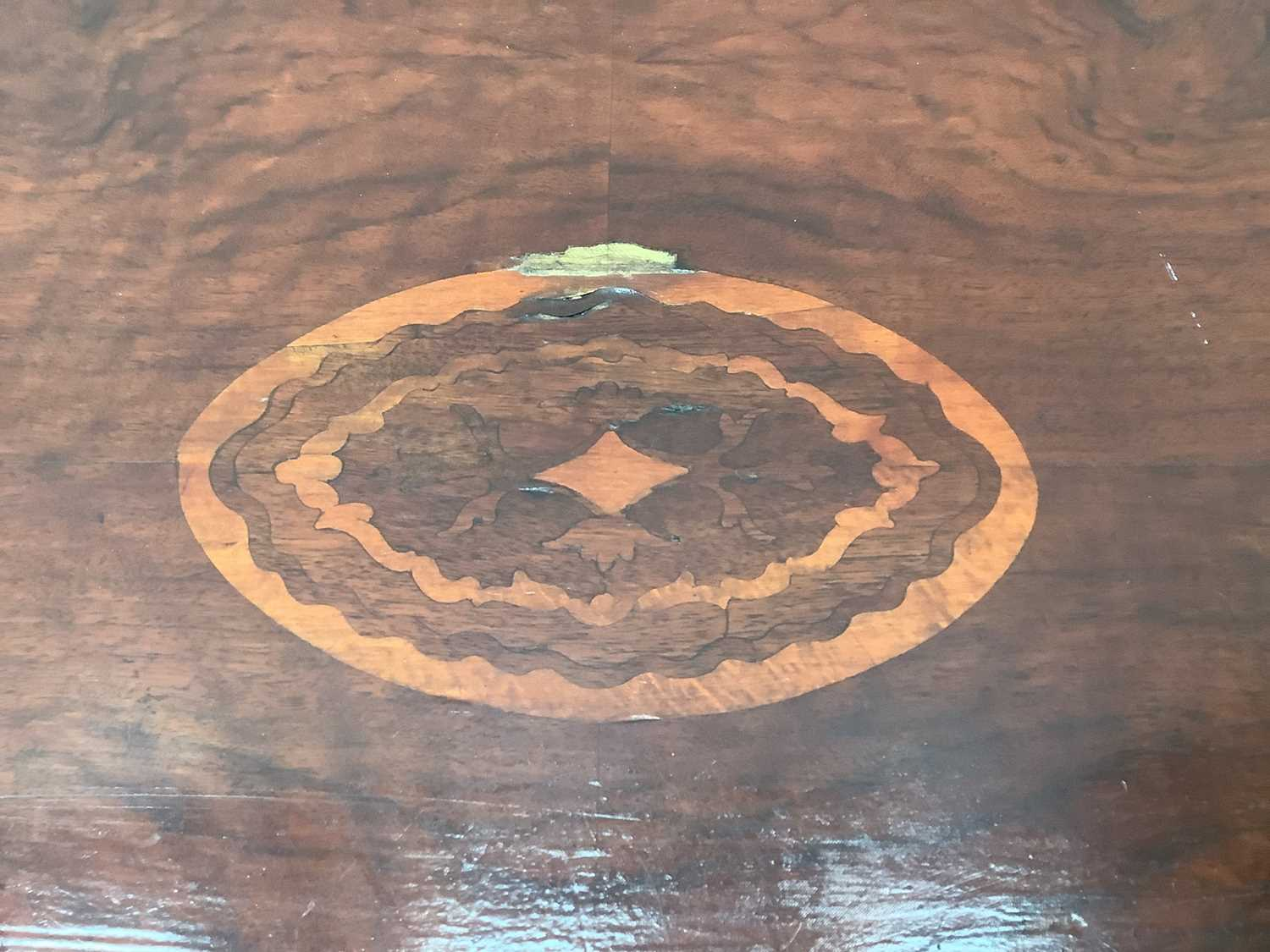 Victorian inlaid oval tilt top loo table 117cm - Image 4 of 5