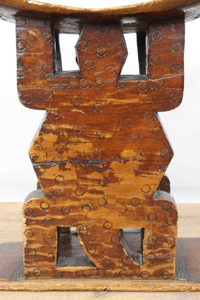 Antique African Tribal seat with carved stylised turtle supports and dished seat, on rectangular bas - Image 4 of 6