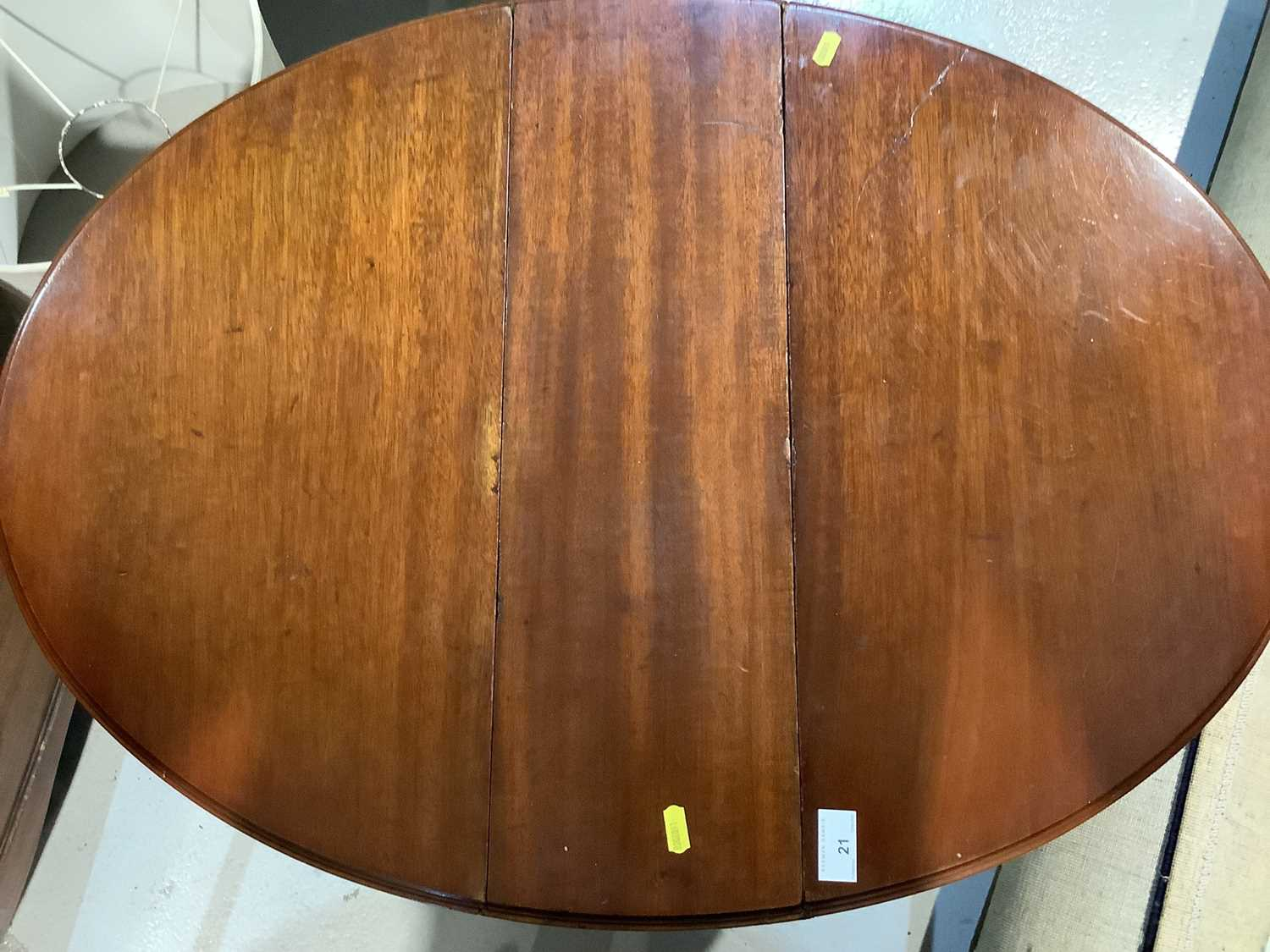 Mahogany oval Sutherland table on turned legs, 61cm opening to 83cm x 68cm high - Image 5 of 5