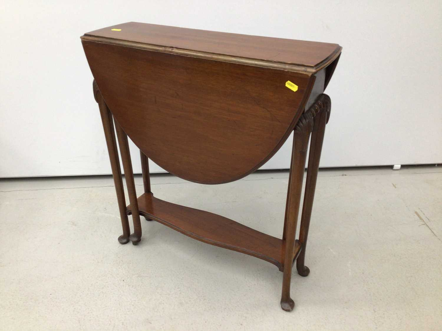 Mahogany oval Sutherland table on turned legs, 61cm opening to 83cm x 68cm high
