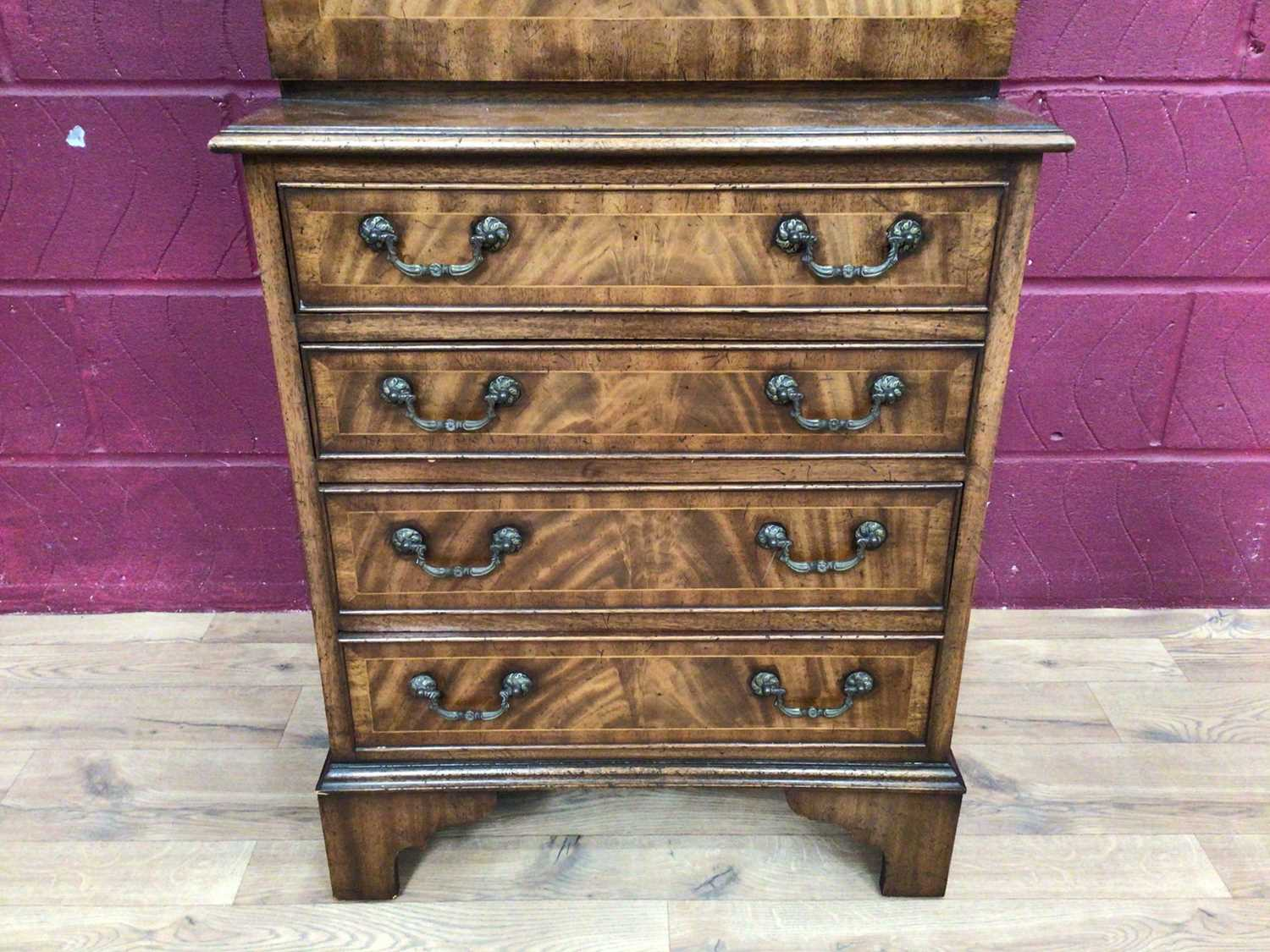 Good quality Georgian style mahogany secretaire chest with two top drawers, fall front with fitted i - Image 6 of 9