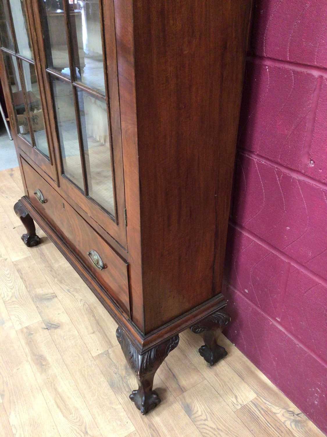 Edwardian mahogany bookcase with shelved interior enclosed by two glazed doors with drawer below on - Image 7 of 7