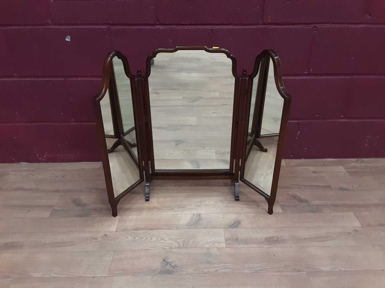 Good quality mahogany framed triptych dressing table mirror, 84cm wide, 67.5cm deep