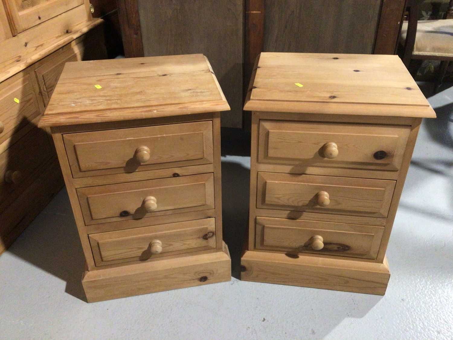 Pair of pine three drawer bedside chests and a pine dressing table mirror (3)