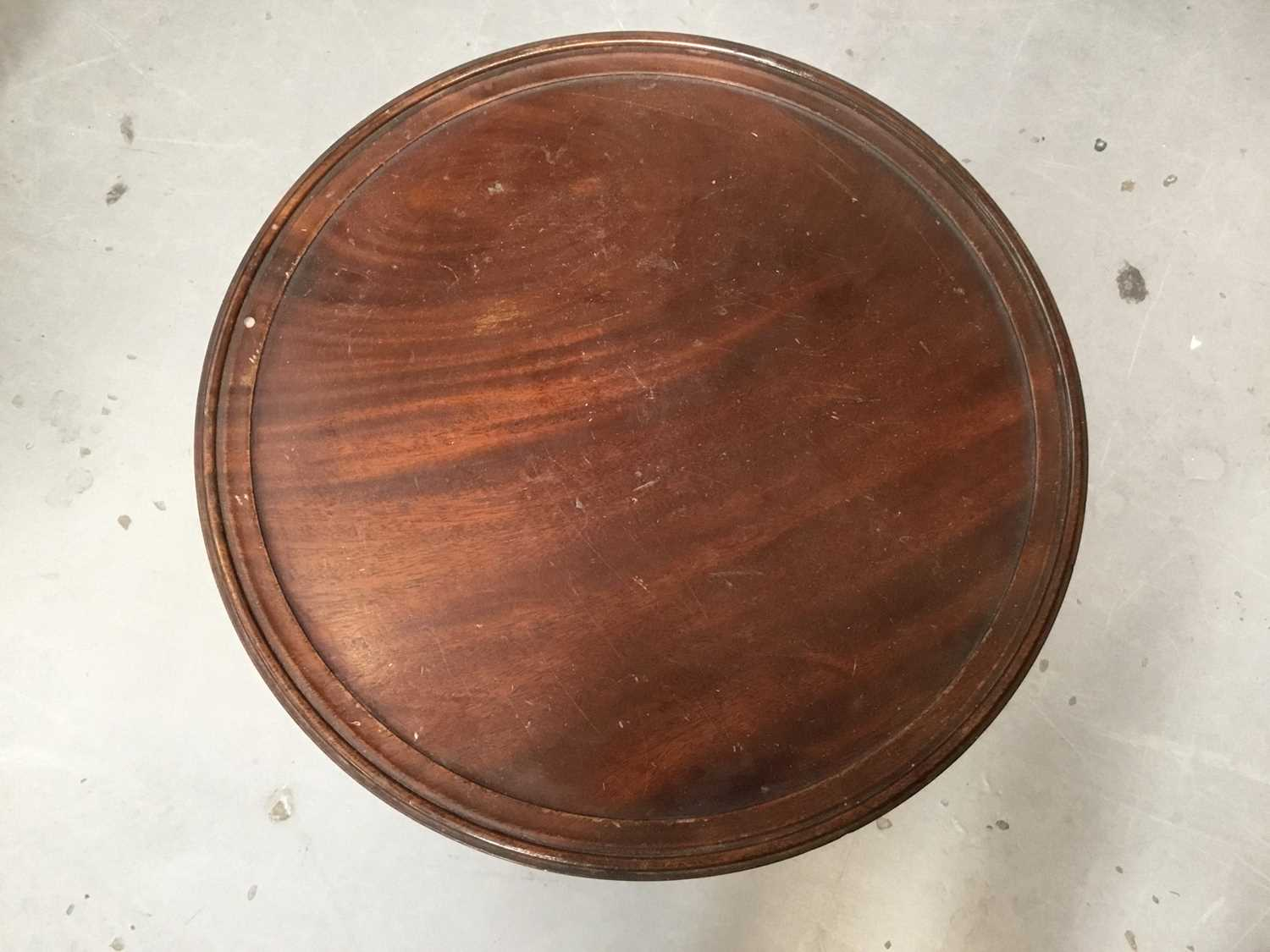 Georgian-style mahogany wine table, the circular top supported on three columns and tripod base, 35c - Image 2 of 3
