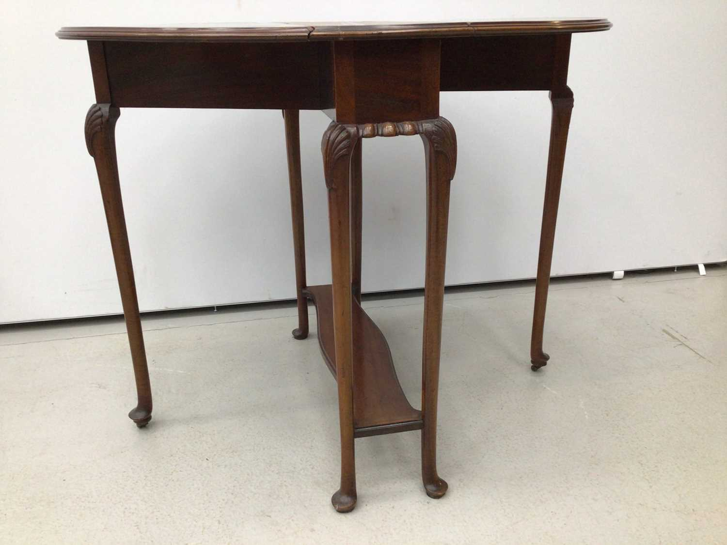 Mahogany oval Sutherland table on turned legs, 61cm opening to 83cm x 68cm high - Image 3 of 5