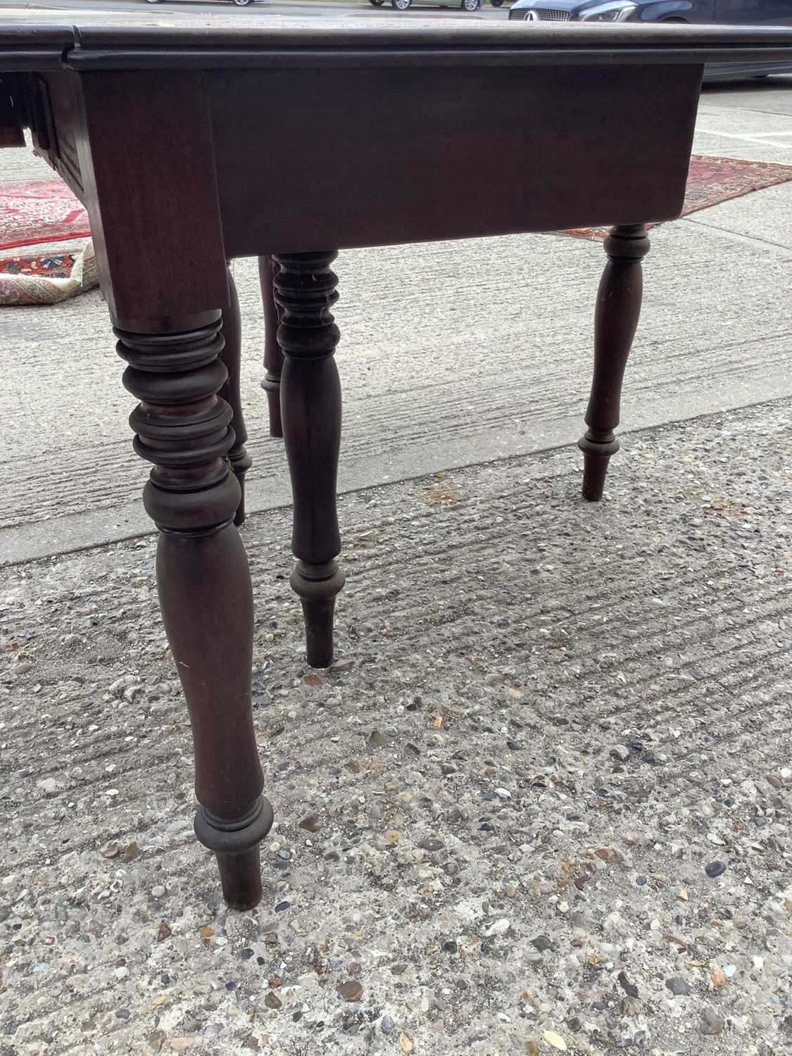 Good quality George IV mahogany drop leaf dining table - Image 4 of 4