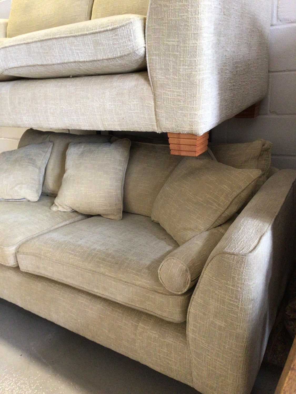 Contemporary three piece suite with pale yellow upholstery comprising a pair of two seater settees 2 - Image 4 of 13