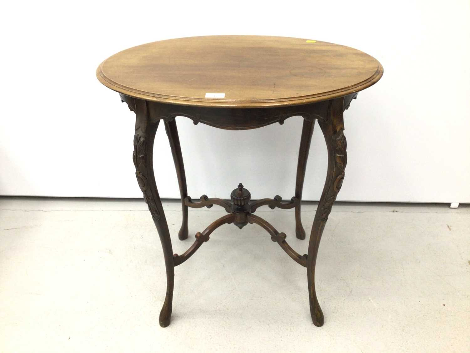 Edwardian mahogany oval occasional table on slender cabriole legs 68cm wide