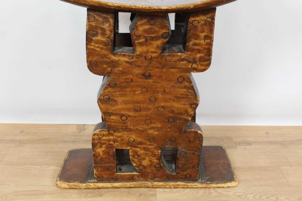 Antique African Tribal seat with carved stylised turtle supports and dished seat, on rectangular bas - Image 3 of 6