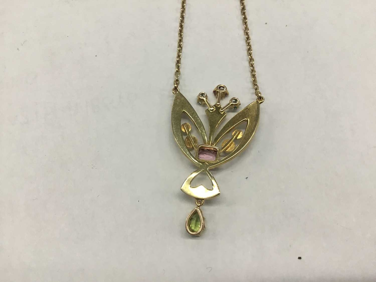 Edwardian 15ct gold peridot, pink stone, blue stone and seed pearl pendant necklace on chain - Image 2 of 3