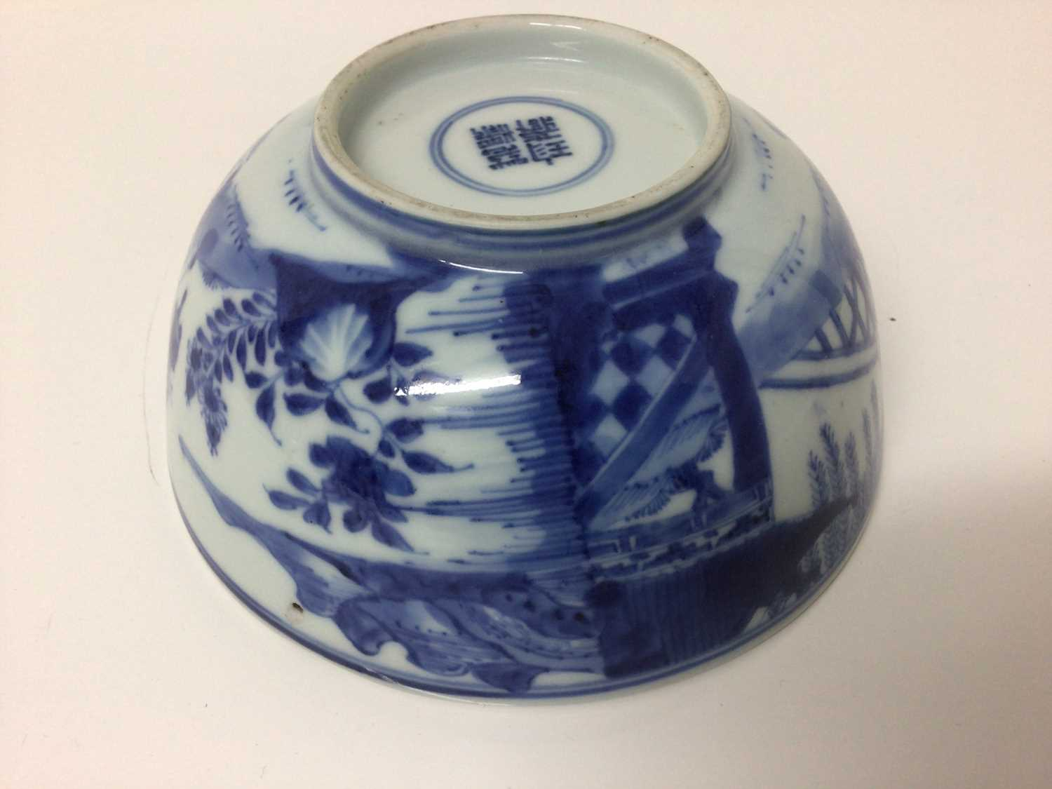 Chinese Kangxi porcelain jug and cover with later silver mount, together with a bowl (2) - Image 5 of 16