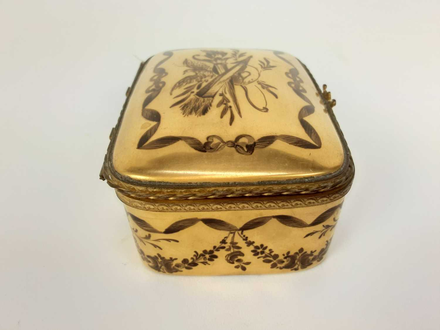 French ormolu-mounted porcelain box, late 19th century, probably Limoges, gilded and enamelled en gr - Image 4 of 7