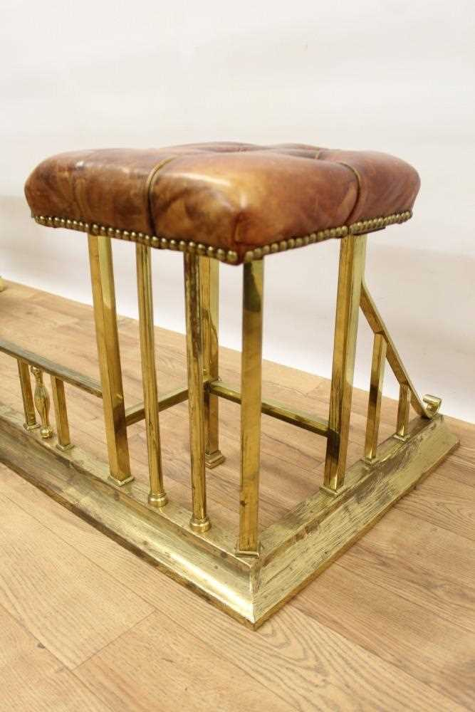 Brass and button leather upholstered club fender - Image 5 of 7