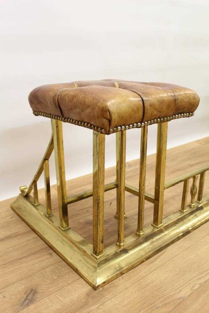 Brass and button leather upholstered club fender - Image 3 of 7