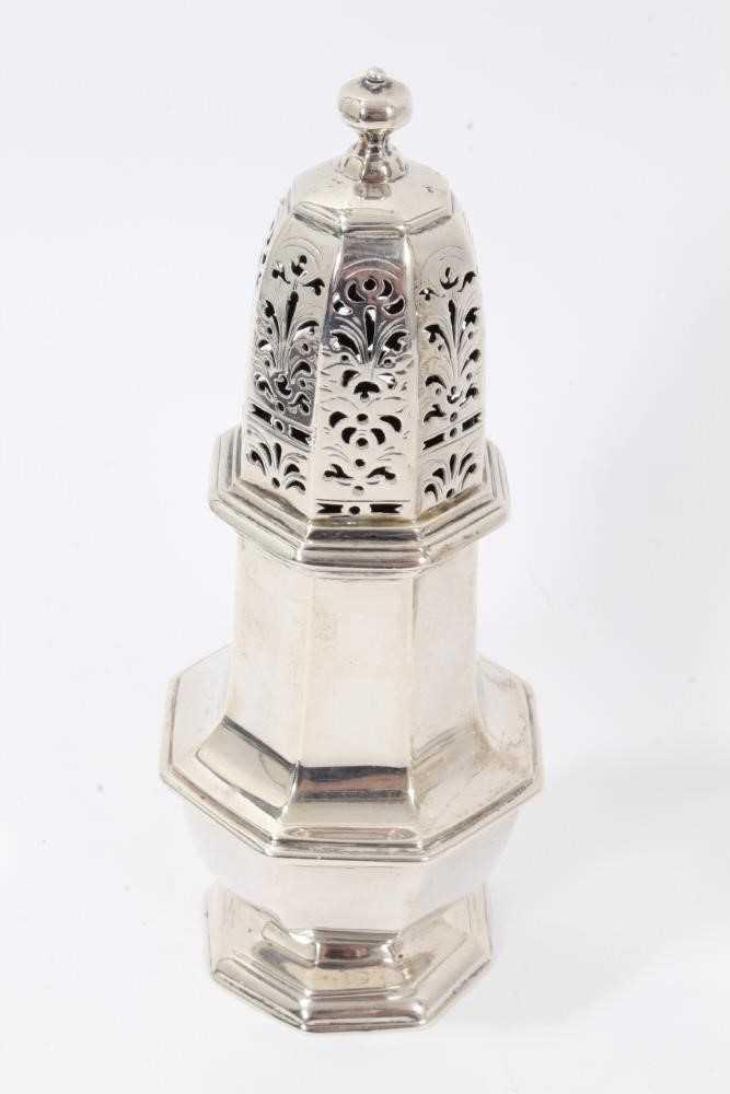 Four various silver castors - Image 2 of 16