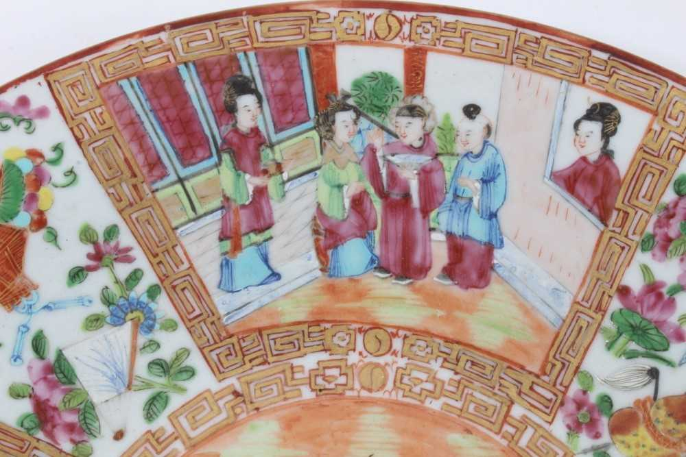 19th century Chinese Canton porcelain dish, decorated with panels of figures, birds, flowers and but - Image 5 of 6