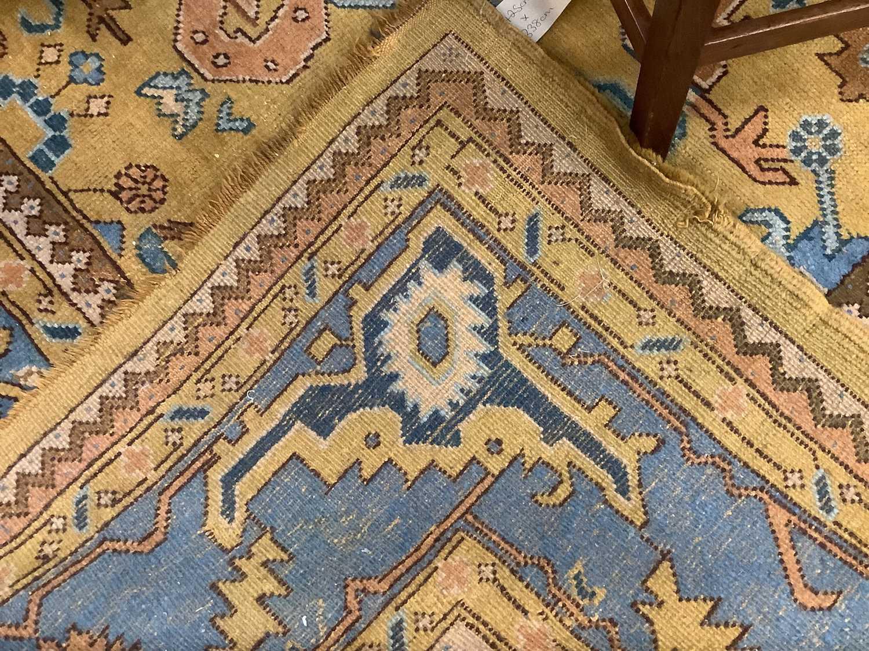 Vintage Maples carpet - Image 3 of 6