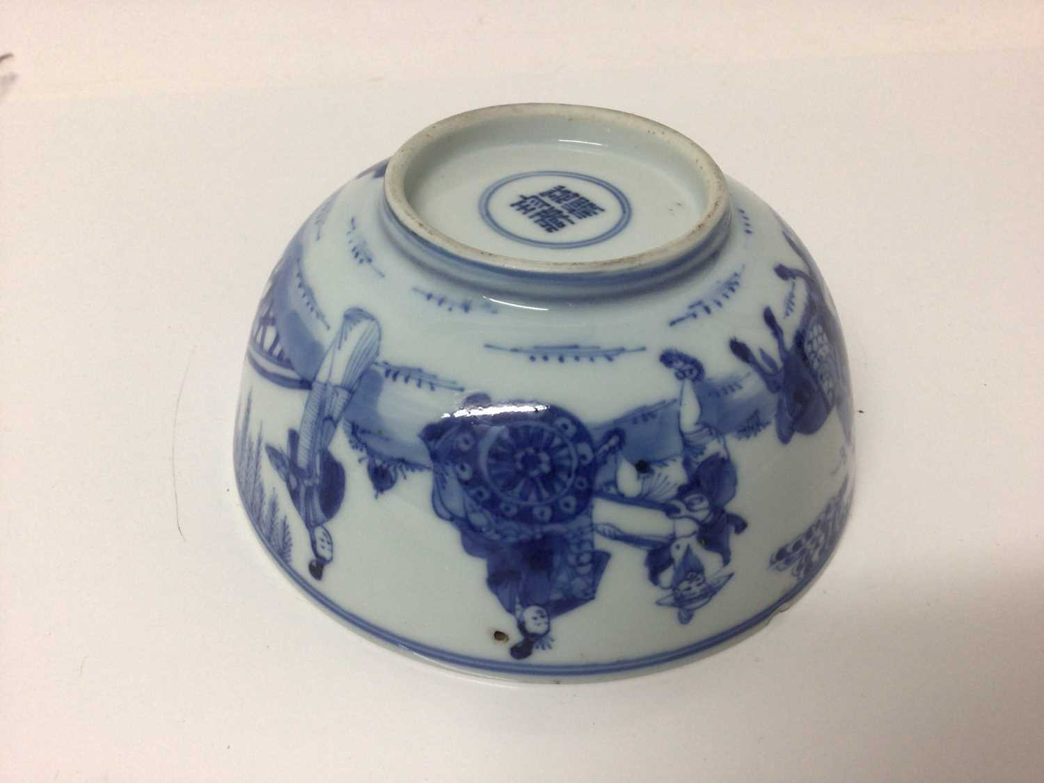 Chinese Kangxi porcelain jug and cover with later silver mount, together with a bowl (2) - Image 6 of 16