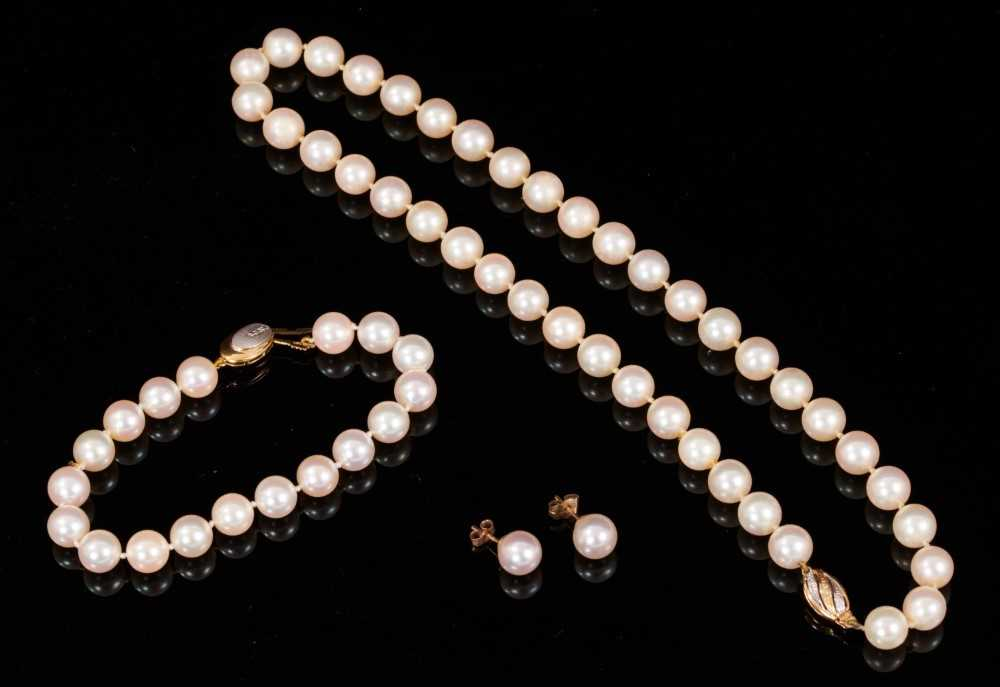 Garrard & Co. cultured pearl necklace, bracelet and two pairs of earrings plus twelve loose cultured