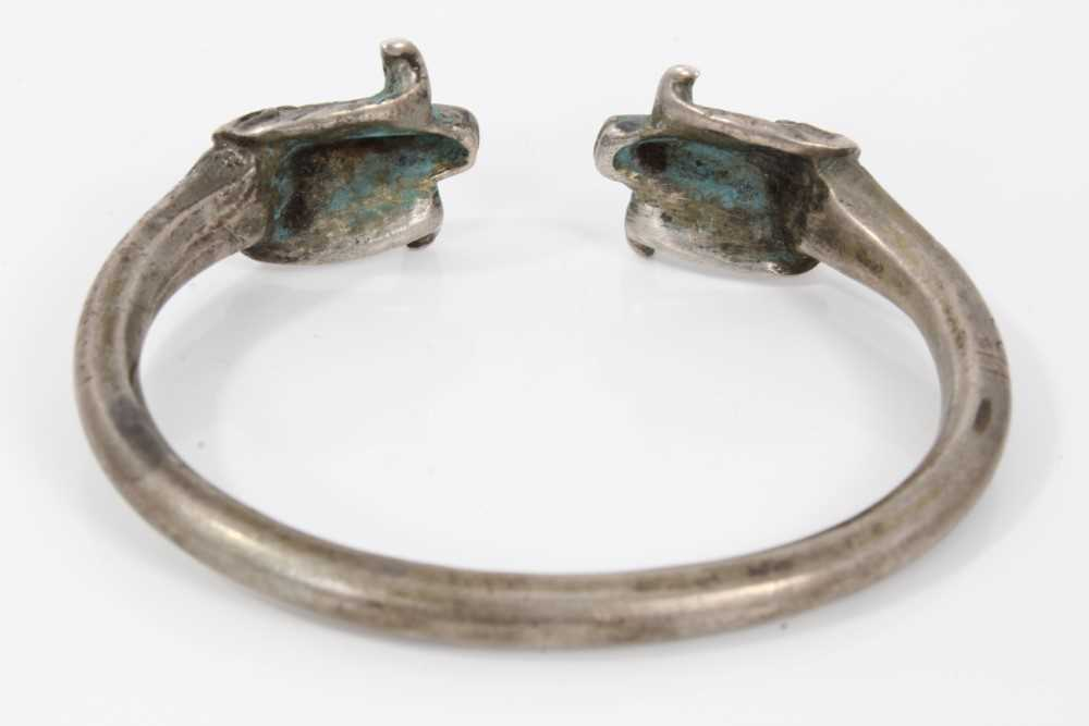 Persian silver/white metal torque bangle with rams head terminals - Image 3 of 5