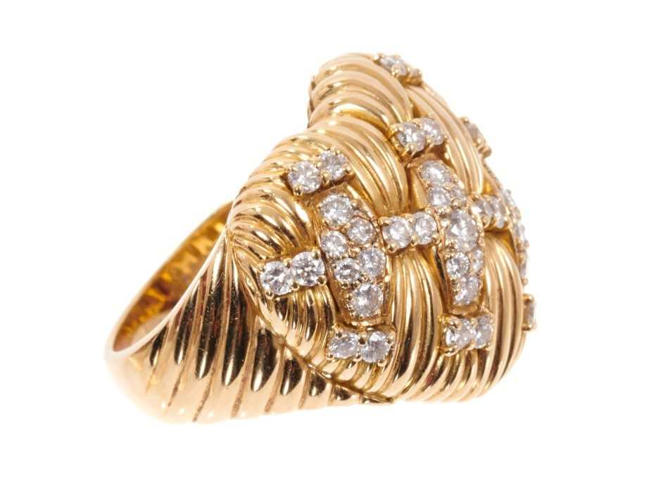 Good quality diamond and 18ct gold heart shaped ring, the heart shaped bombe bezel with a platted de - Image 2 of 4