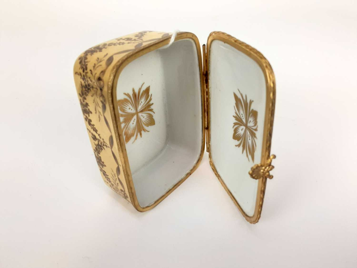 French ormolu-mounted porcelain box, late 19th century, probably Limoges, gilded and enamelled en gr - Image 6 of 7