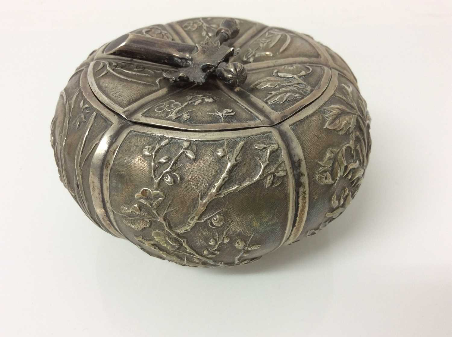 Late 19th/early 20th century Chinese silver lidded pot - Image 5 of 10