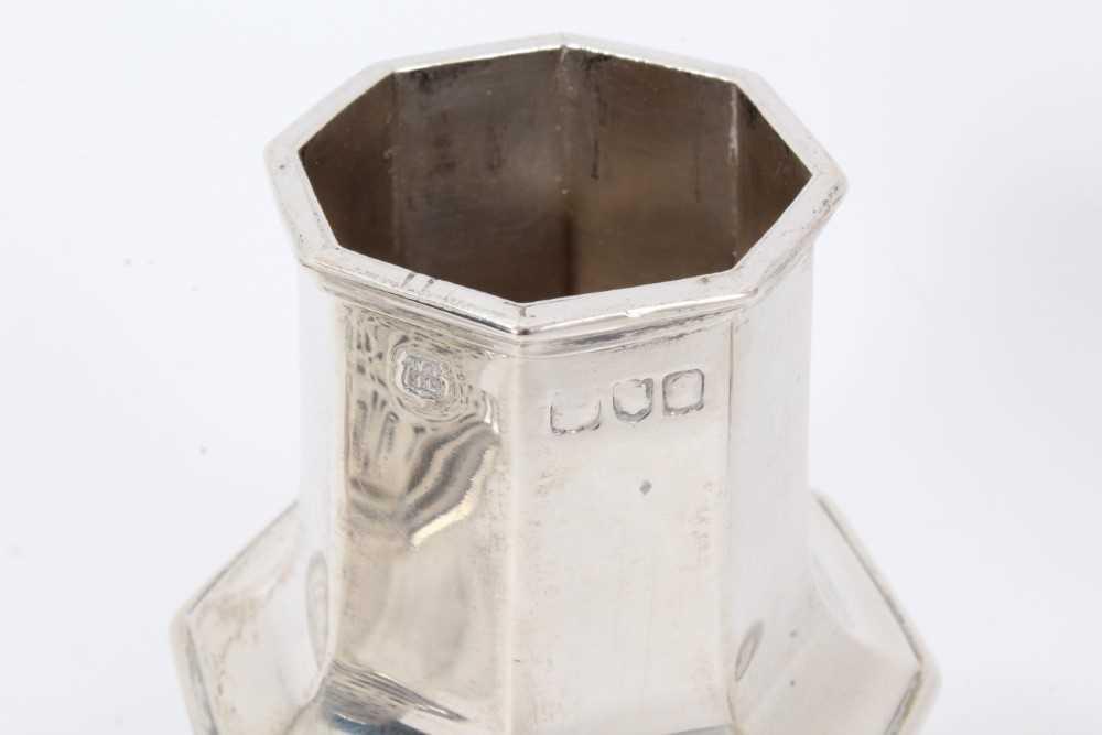 Four various silver castors - Image 3 of 16