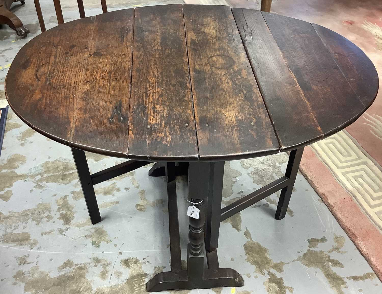 17th century oak gateleg table - Image 4 of 4