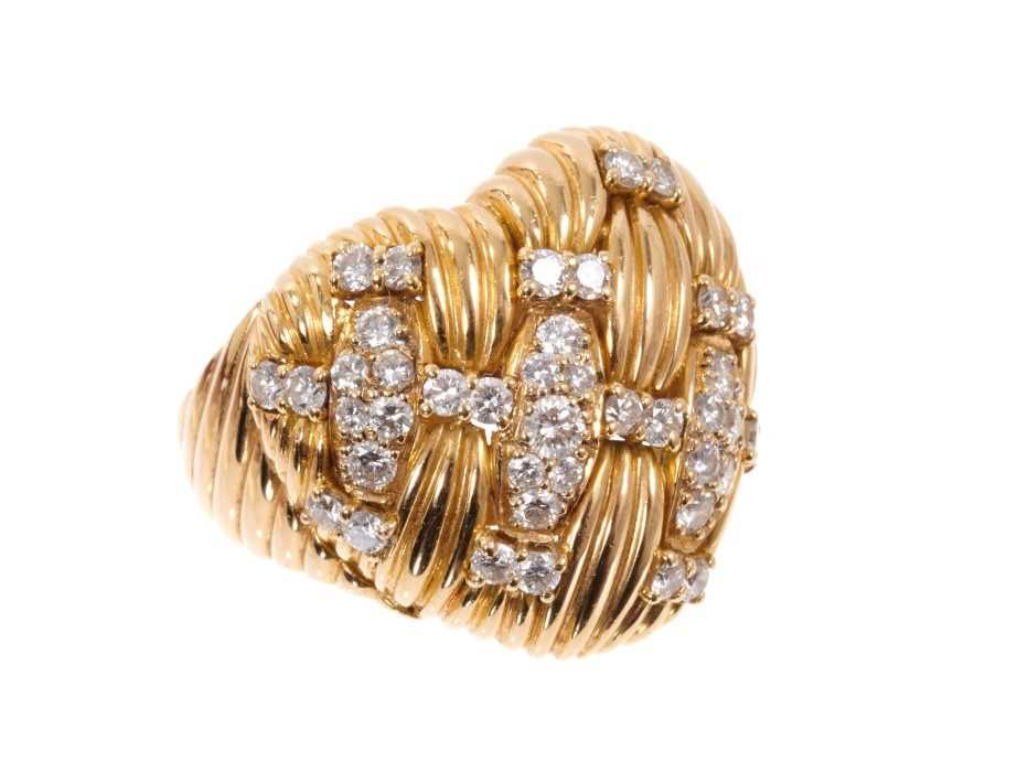 Good quality diamond and 18ct gold heart shaped ring, the heart shaped bombe bezel with a platted de