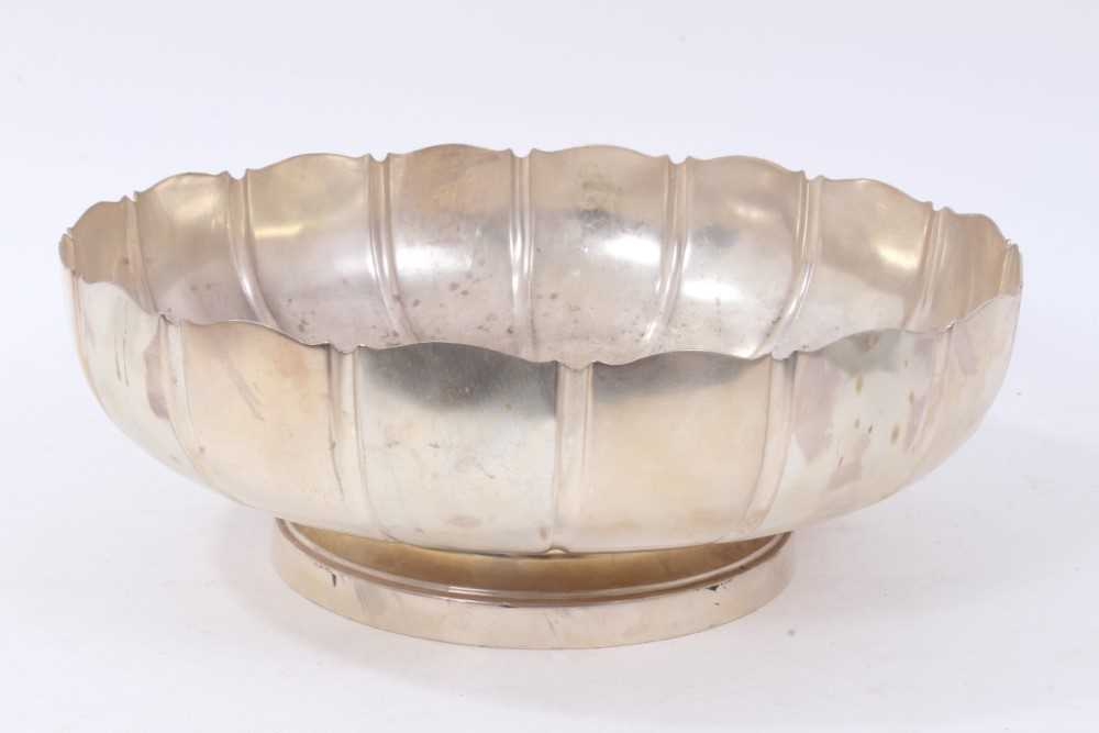 1930s silver fruit bowl in the form of a strawberry dish on a shallow pedestal base (London 1937)