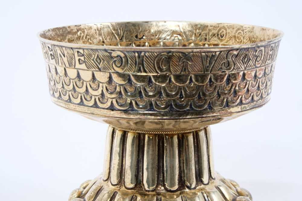 """Edwardian silver gilt replica of """"The Tudor Cup"""" by Nathan and Hayes - Image 5 of 5"""