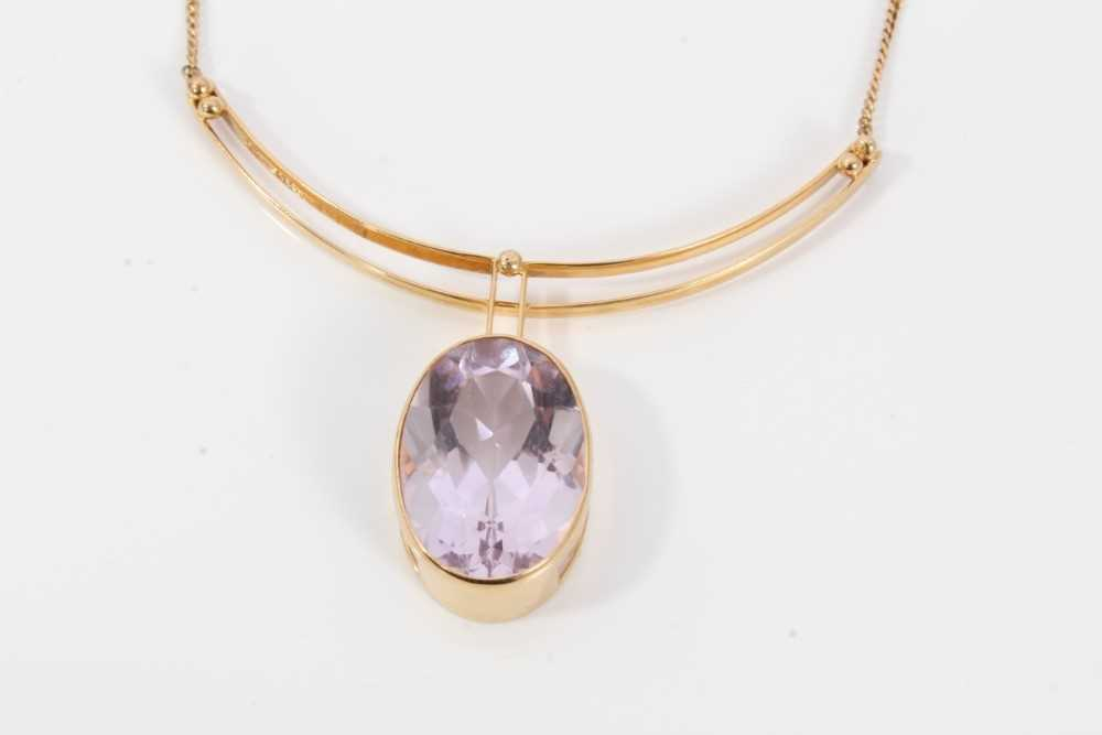 Amethyst and gold pendant necklace - Image 2 of 6
