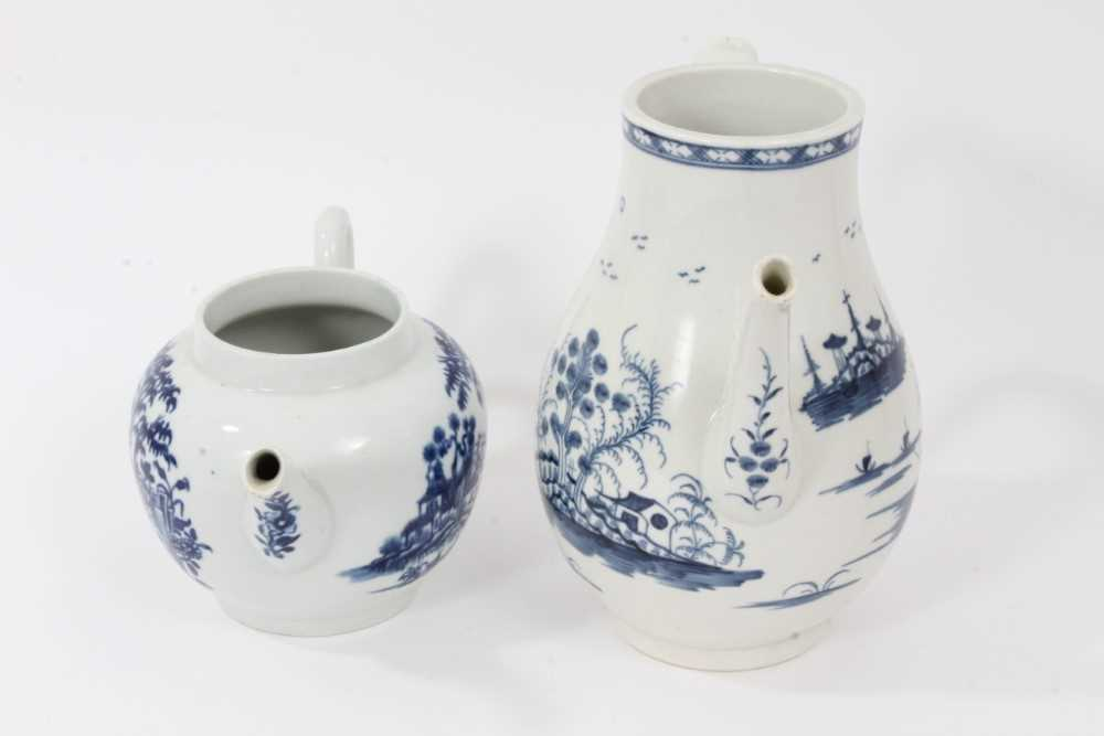 A Worcester Rock Strata Island pattern coffee pot, circa 1770, and a Worcester Plantation pattern te - Image 4 of 7