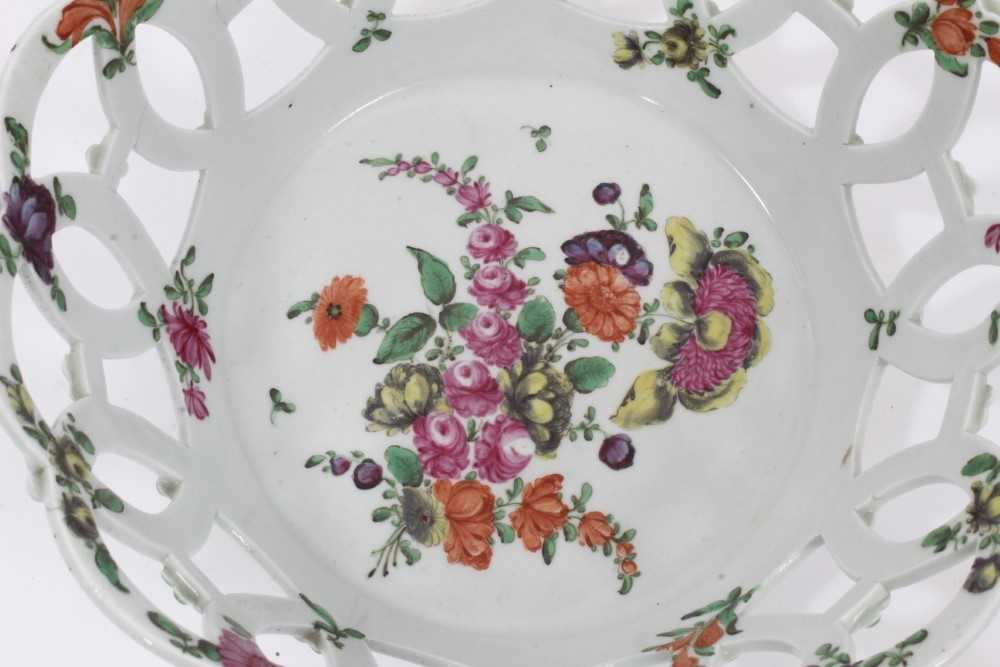 Worcester pierced round basket, circa 1770, polychrome painted with flowers, 19.75cm diameter - Image 3 of 7